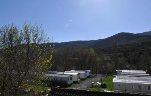Hotel Pictures: Resort Camping Solopuent, Castiello de Jaca