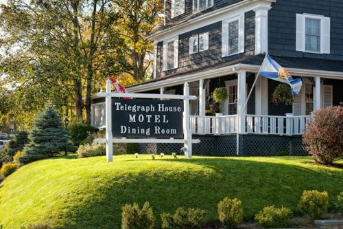 Hotel Pictures: Telegraph House Motel, Baddeck