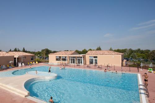 Hotel Pictures: Vacanceole - Residence les Demeures du Ventoux, Aubignan