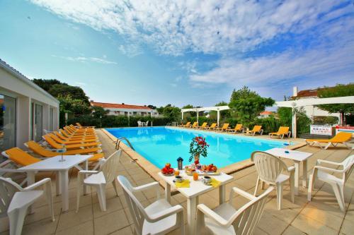 Hotel Pictures: Edena, Saint-Gilles-Croix-de-Vie