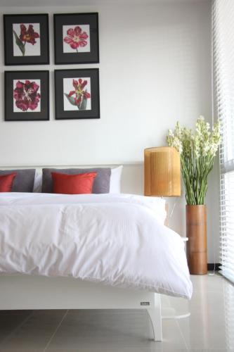 Two Villas Holiday Phuket: Two Villas Suite Serviced Apartment Nai Harn Beach