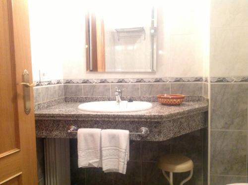 Hotel Pictures: Hostal San Froilan, La Virgen del Camino