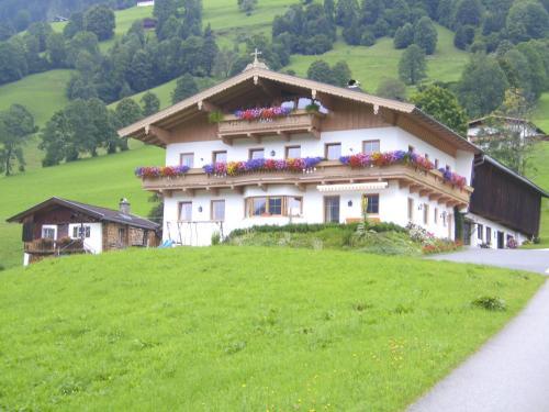 Hotel Pictures: Bauernhof Hundbichl, Brixen im Thale