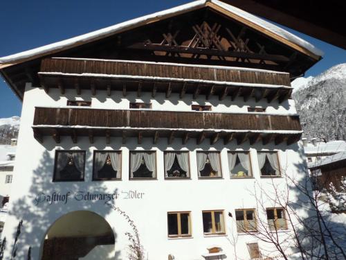 Fotos do Hotel: Hotel Schwarzer Adler, Pettneu am Arlberg