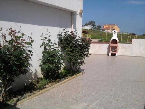 Hotel Pictures: Krai Moreto Guest House, Ahtopol