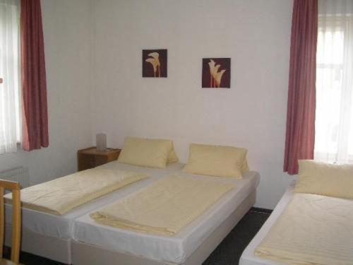 Hotel Pictures: Hotel Nassauer Hof, Zeilsheim