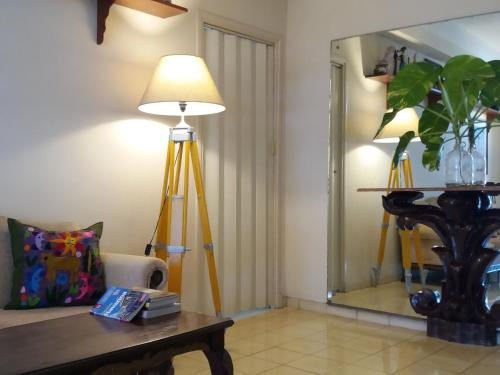 Uma TV ou centro de entretenimento em Nice View & Terrace Mylena & Otto
