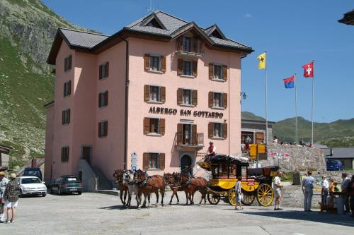 Hotel Pictures: , Airolo