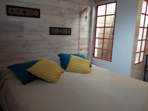 Una cama o camas en una habitación de El Tamarisco