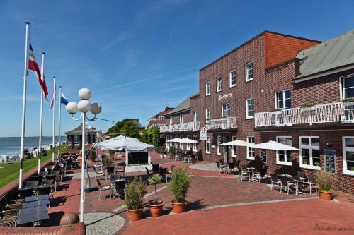 Hotel Pictures: AKZENT Strandhotels Seestern & Delphin, Wilhelmshaven