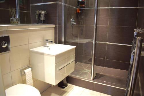 حمام في Bridger Apartment