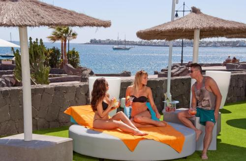 Hotel Pictures: HD Pueblo Marinero - Adults Only, Playa Blanca
