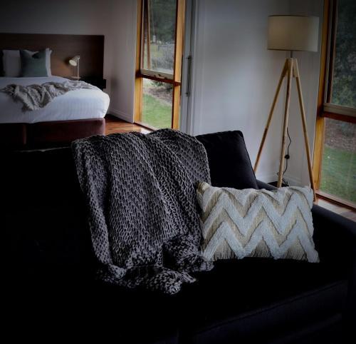 מיטה או מיטות בחדר ב-Yering Gorge Cottages