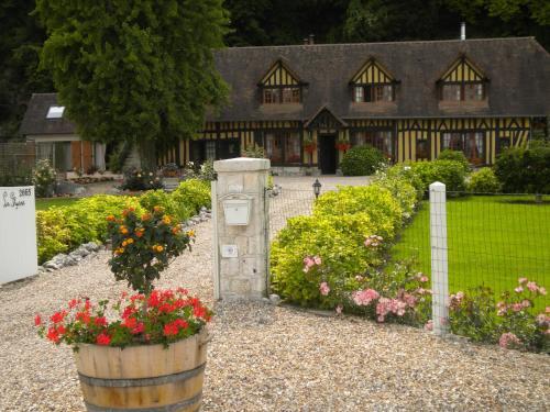 Hotel Pictures: , Le Mesnil-sous-Jumièges