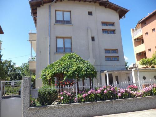 Hotel Pictures: Katya & Yanko Yankovi Guest House, Lozenets