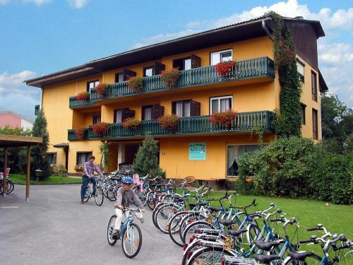 Фотографии отеля: Rad- und Familienhotel Ariell, Санкт-Канциан