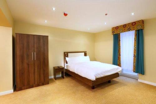 מיטה או מיטות בחדר ב-Knaresborough Boutique Apartments