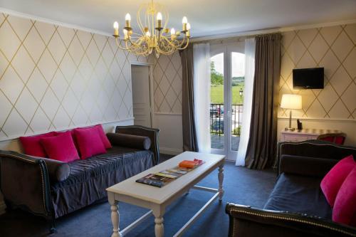 Hotel Pictures: Ermitage De Corton - Chateaux et Hotels Collection, Chorey-lès-Beaune