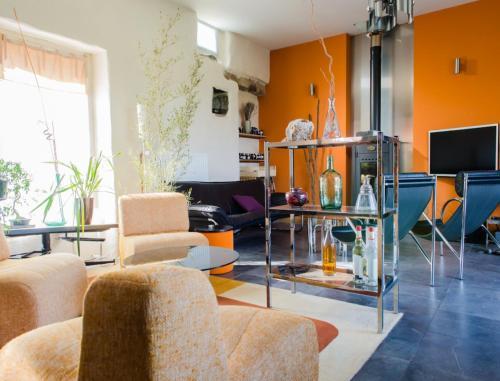 Hotel Pictures: Home 19, Saint-Germain-sur-Ay