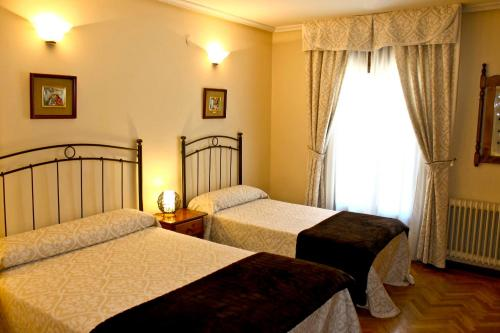 Hotel Pictures: Hostal Alcántara, Avila