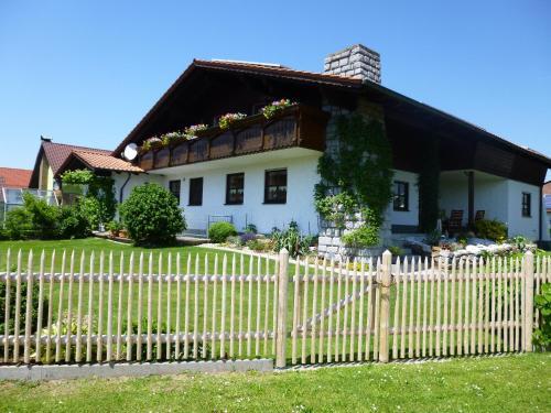 Hotel Pictures: Gästehaus Fischer, Eschlkam