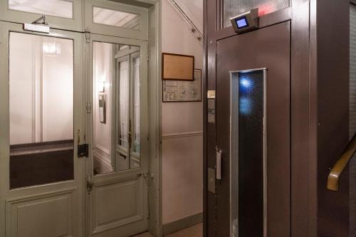 Phòng tắm tại Paris Historic Marais Montorgueil