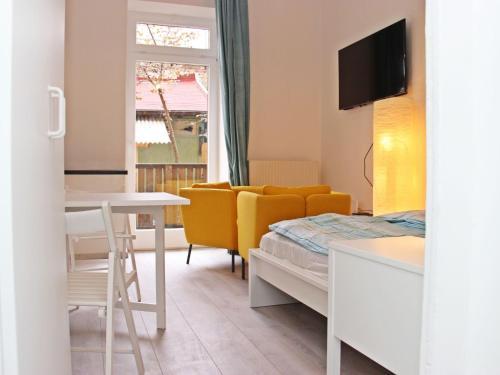Giường trong phòng chung tại Apartment Glasmalerei.3