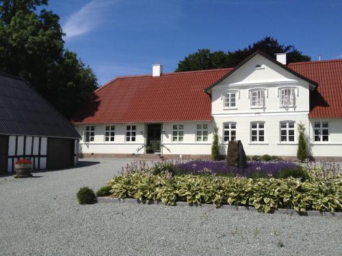 Hotel Pictures: Kvisthoej Bed & Breakfast, Veflinge
