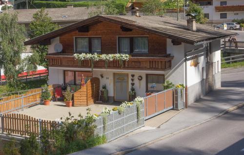 Фотографии отеля: Ferienhaus Bergblick, Йерценс