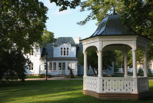 Hotel Pictures: Lahe Guesthouse, Haapsalu