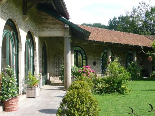 Hotel Pictures: Manoir De Bois En Ardres, Ardres