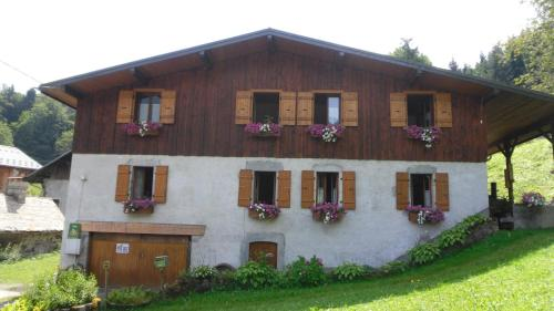 Hotel Pictures: Gites le Criou et le Moulin, Morillon