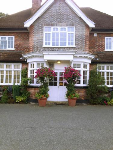Hotel Pictures: The Royal Standard Guest House, Virginia Water