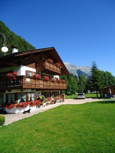 Fotos do Hotel: Landhaus Manuela & Haus Michael, Leutasch