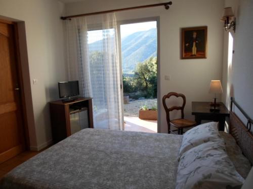 Hotel Pictures: Chambre d'hôtes Villa Chênes-Pierres, Mollans-sur-Ouvèze