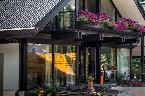 villa medici krefeld ein guide michelin restaurant. Black Bedroom Furniture Sets. Home Design Ideas