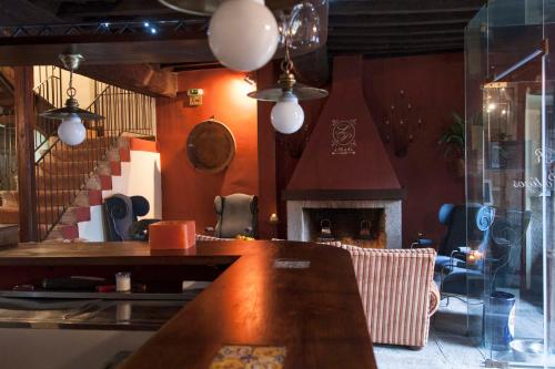"""Hotel Pictures: Casa Rural con encanto """"Los Postigos"""", Baños de Montemayor"""