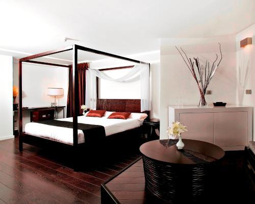 巴塞羅聖克魯斯現代酒店