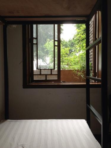 Deck No.88 Youth Hostel