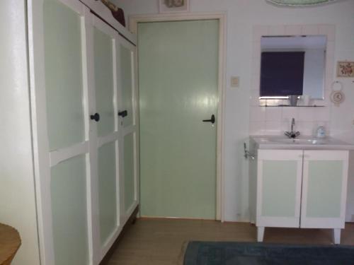 حمام في Recreatie Bungalow Eureka