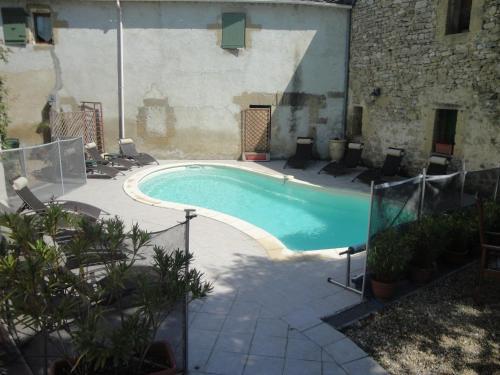 Hotel Pictures: , Montaren-et-Saint-Médiers