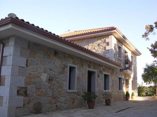 Hotel Pictures: , Colmenar del Arroyo