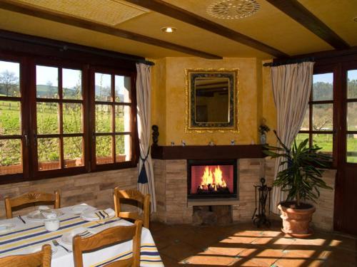 Hotel Pictures: , Valle De Villaverde