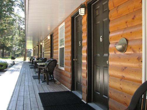 Hotel Pictures: Springbrook Resort Motel & Cabins, Skookumchuck