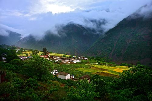 Hotel Pictures: Songtsam Lodges - Songtsam Cizhong, Diqing