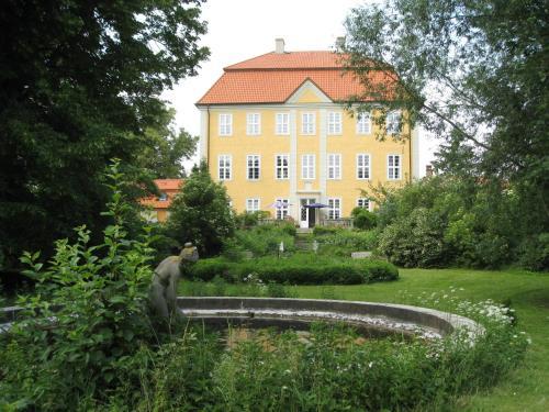 Hotel Pictures: Jagdschloss Quitzin, Grimmen