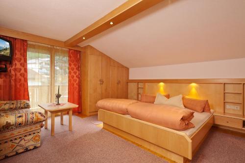 Hotel Pictures: Haus Larcher, Oetz