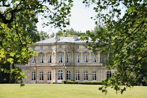Hotel Pictures: Château De La Motte Fenelon, Cambrai