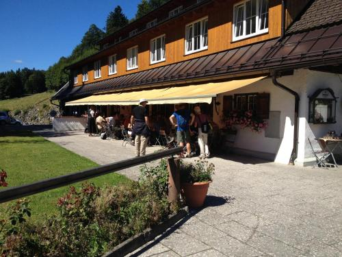 Hotel Pictures: Gasthof Blaue Gams, Ettal