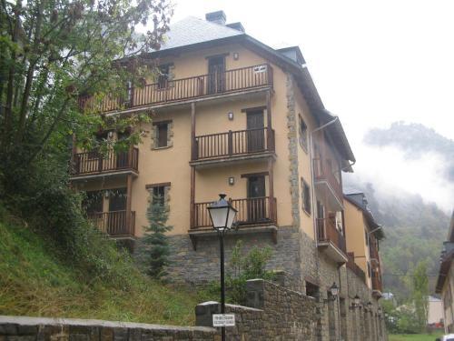Hotel Pictures: Apartamento Castillo, Bielsa